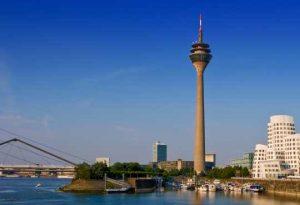 Skyline Düsseldorf. Schmuck- und Goldankauf ohne Hektik nahe der City bei Fa. Krölls.
