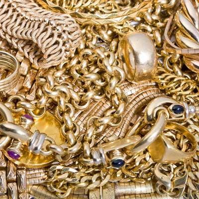 Diverse Schmuckteile in verschiedenen Goldlegierungen